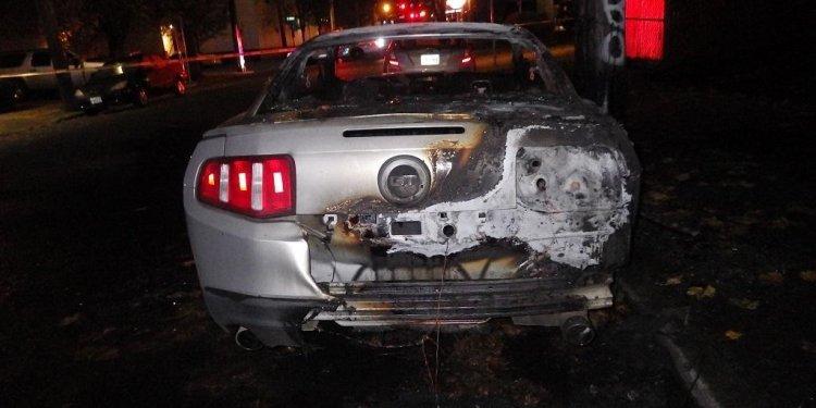 Ford_mustang_trump_burn3