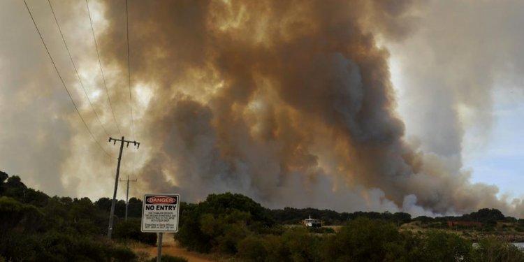 WA bushfires: Firefighting